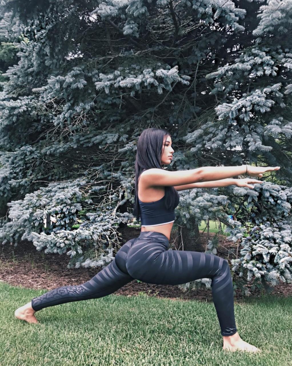 Йога покоряет планету