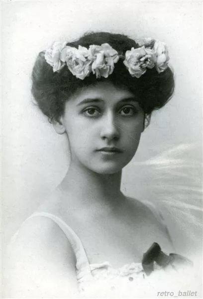 """""""Танец с факелами"""". Русская балерина Тамара Карсавина. 1909 г."""