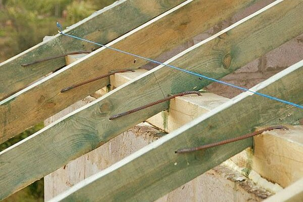 Принцип наращивания стропил кобылками