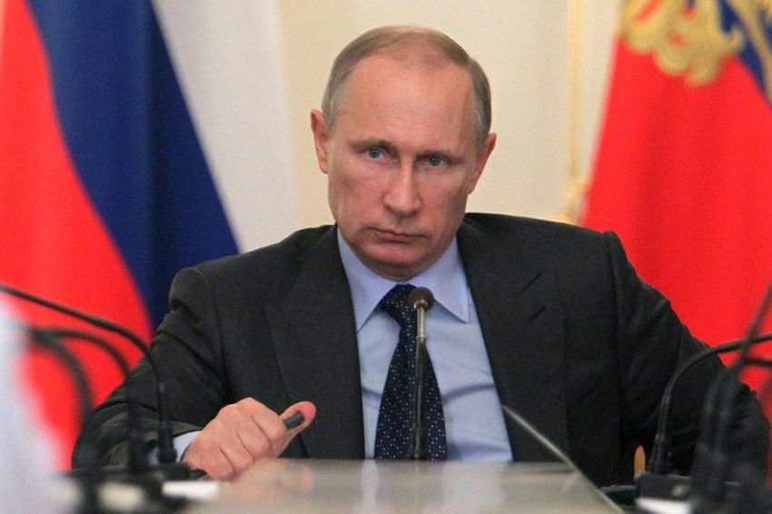 В то время как Москва голосует против Путина, его дружки набрасываются друг на друга