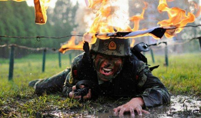 Тренировка солдат в китайской армии. Впечатляющая фотоподборка