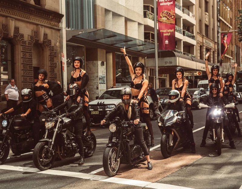 Свобода от стереотипов: горячие обнаженные красотки прокатились по Сиднею на байках