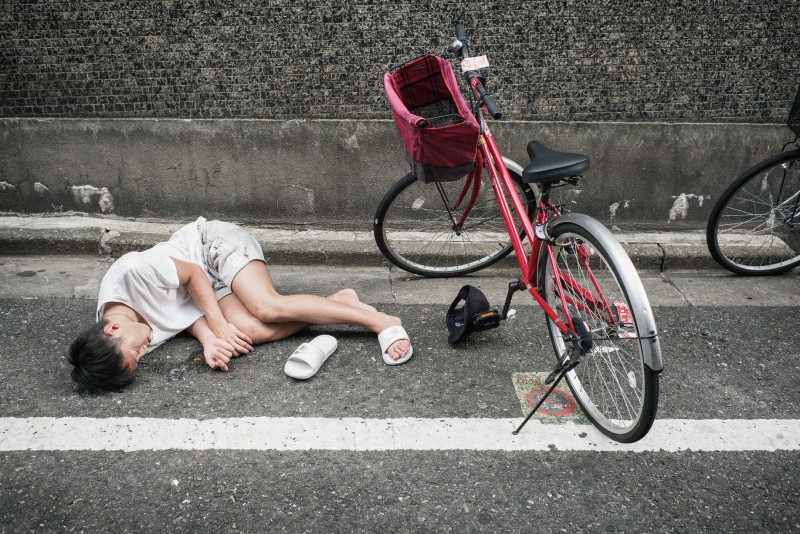 Просто устал: почему лежащие на улицах пьяные японцы никого не смущают
