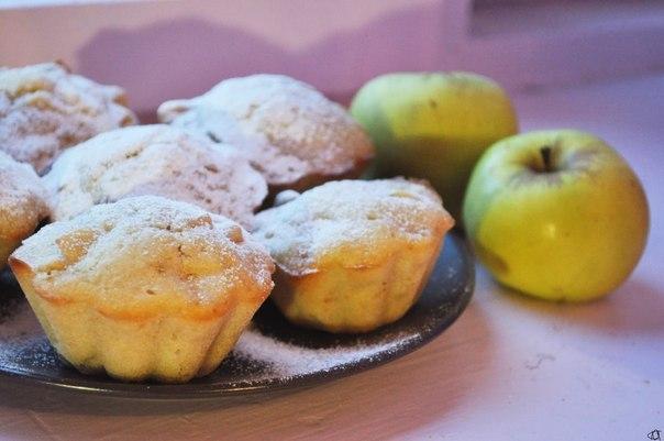 Сочные яблочные кексы — меня покорили