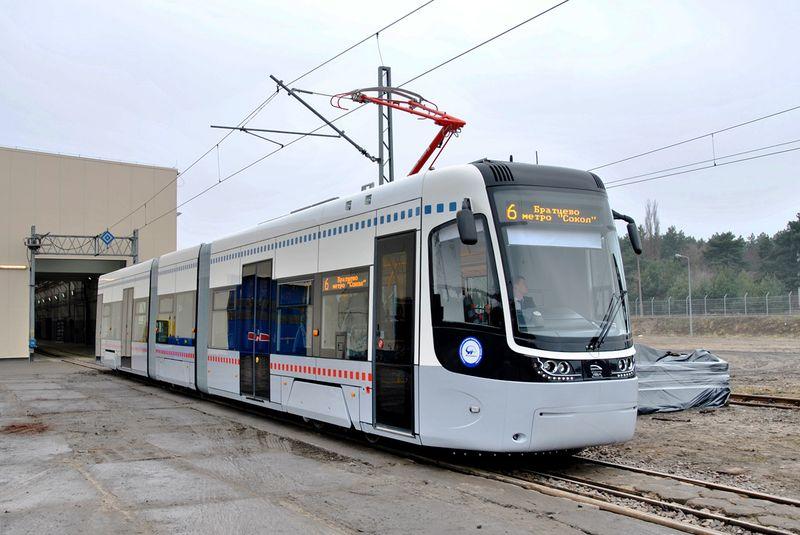 В Киеве спешно заклеивают логотип «УралВагонЗавода» в новых трамваях