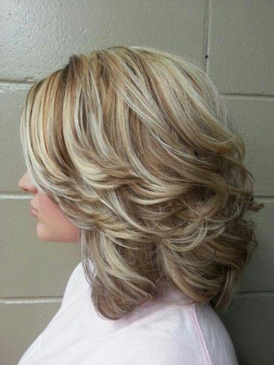 12 стильных вариантов ступенчатой стрижки лесенка на средние волосы
