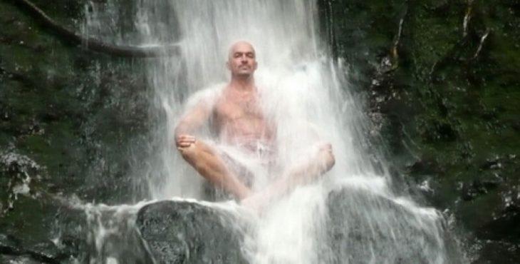 Что происходит в теле, когда его обливают холодной водой? Полезно ли это?