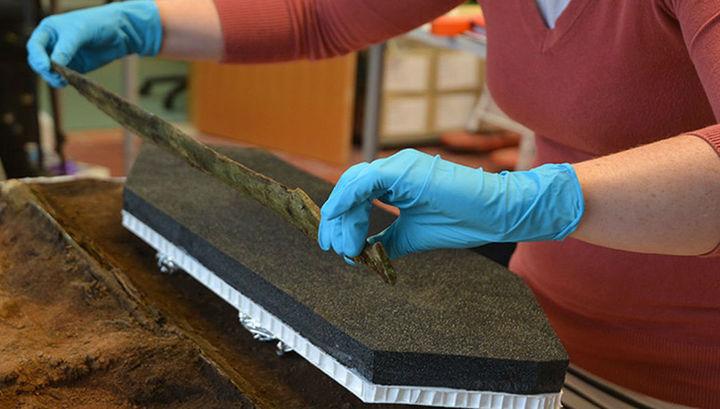 Почти из кельтских мифов: в Шотландии найден 3000-летний наконечник копья, украшенный золотом