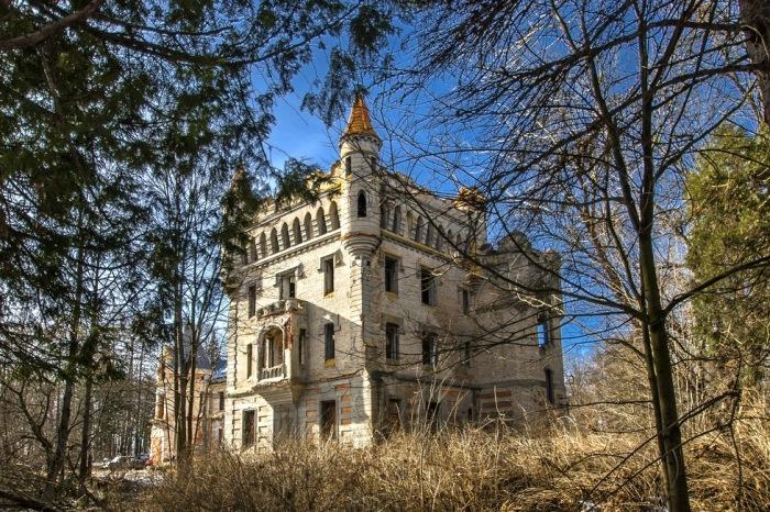 Загадочный готический замок в муромских лесах - сказка, которую мы почти потеряли