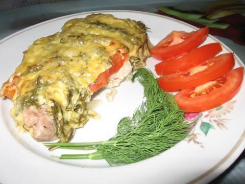Свинина под сырно-томатной подушкой.