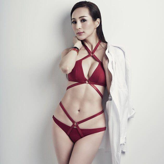 Фото девочек японок в купальниках