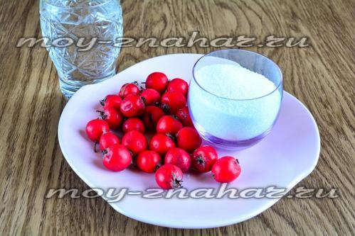 Ингредиенты для приготовления лечебного компота из боярышника
