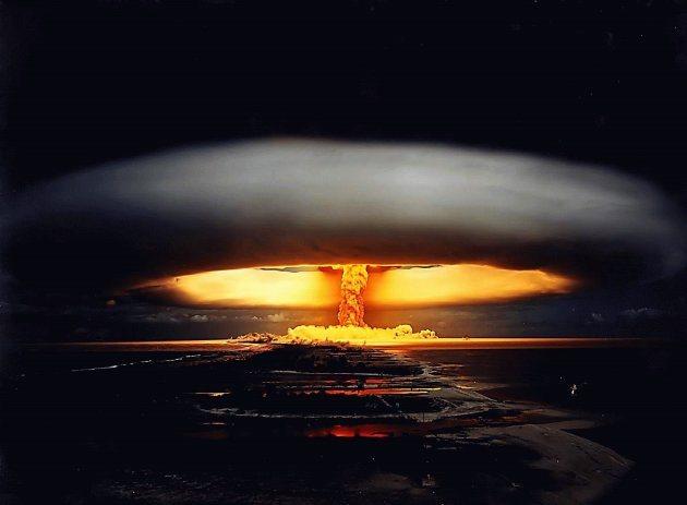 НЛО против атомных войн
