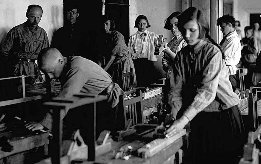 Из неучей в педагоги: откуда в СССР 1930-х появился миллион учителей