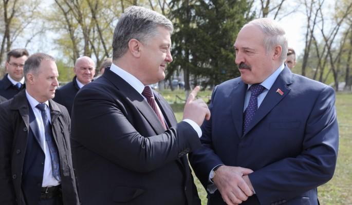 Лукашенко расписался в вечной дружбе с Порошенко