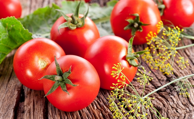 Как заставить помидоры зреть до октября без теплицы