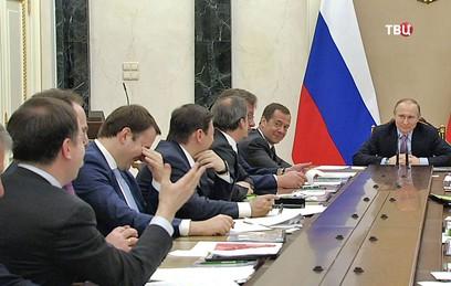 Путин пожурил Мединского за сексизм. Видео