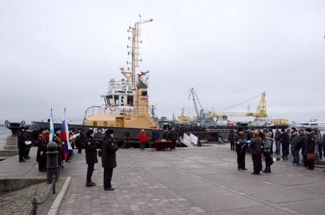 """На буксире """"РБ-393"""" проекта 90600 поднят флаг ВМФ"""