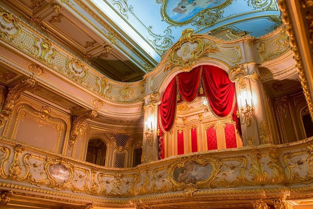 Вдомашний театр Юсуповского дворца стоит попасть хотя быради интерьера. :PukhovK/Shutterstock