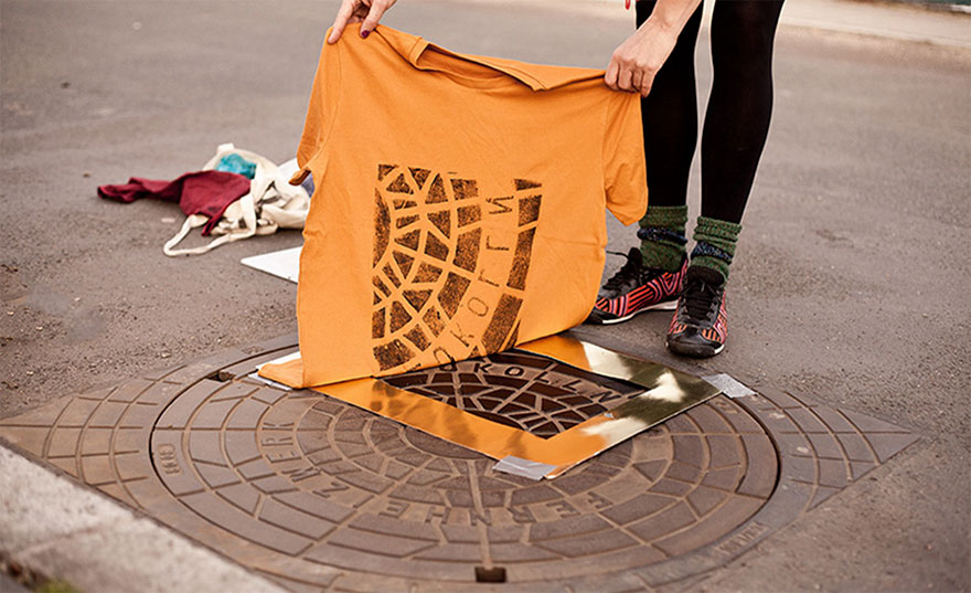 Pirate Printers: These Guys Use Urban Utility Covers To Print Bags And Shirts