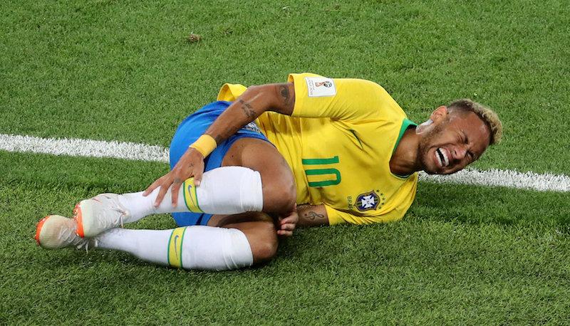 «Играй как девушки, а не как Неймар»: в интернете уверены, что женский футбол брутальнее, чем мужской