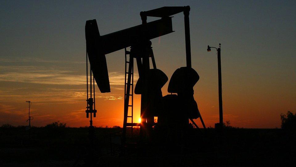 Центробанк рассмотрел рисковый сценарий с нефтью в 35 долларов за баррель