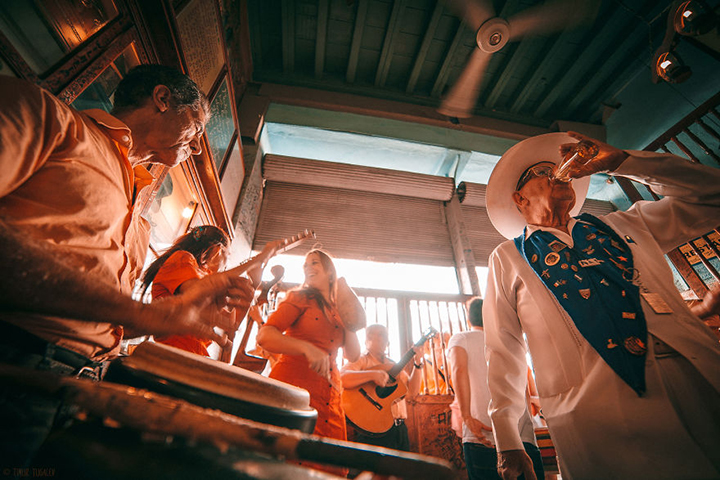 i-spent-20-days-in-cuba-documenting-the-life-of-local-people-2__880