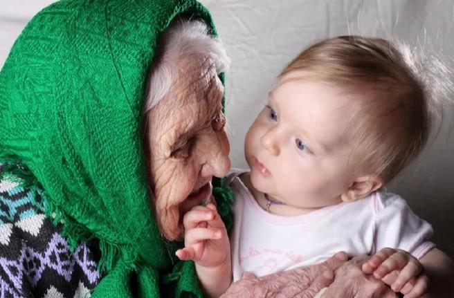 """Ребенок намертво вцепился в сухонькую старушонку и кричал: """"Бабушка, не отдавай меня!"""""""