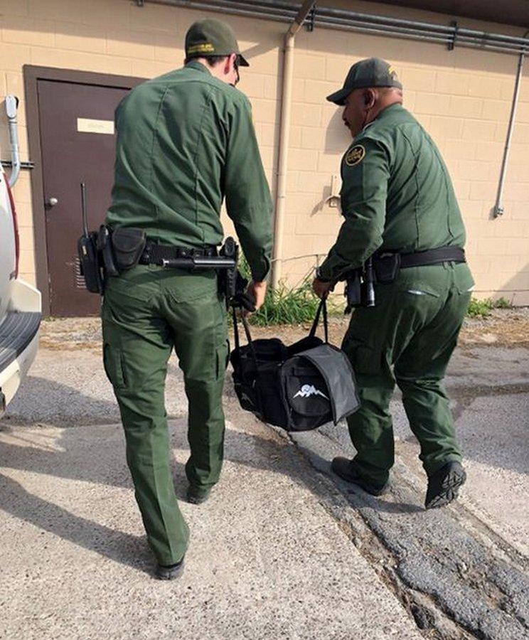 Американских пограничников ждал сюрприз в брошенной сумке