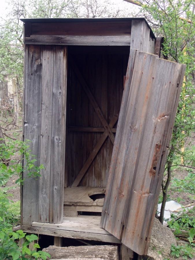 Вот в 21 веке у тех кто в частном доме живет ,удобства,то есть туалеты на улицах это как ?