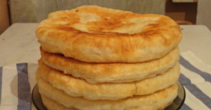 Пышные лепешки на кефире: быстрый рецепт необычайной вкуснятины! Подаю вместо хлеба