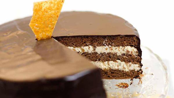 «Прага» с грильяжным кремом: рецепт культового торта