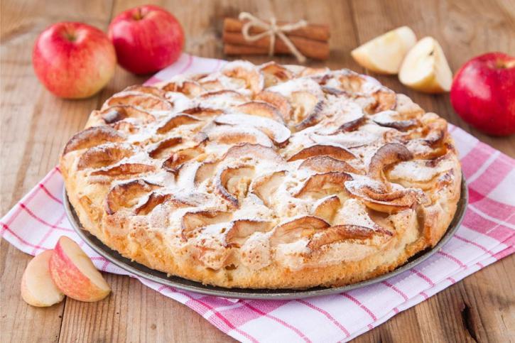 Пышная шарлотка с яблоками. …