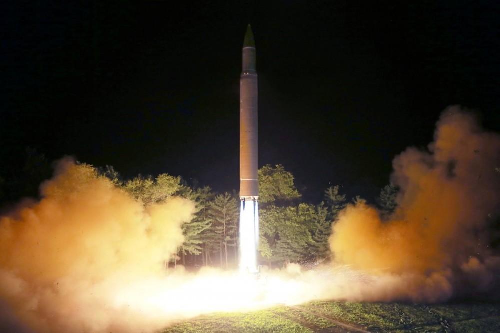 """Новый запуск северокорейской межконтинентальной баллистической ракеты """"Хвасон-14"""""""
