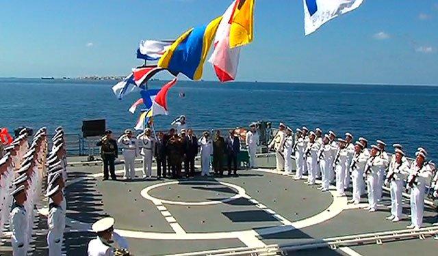 Первый парад ВМФ России на рейде сирийского Тартуса в Средиземном море