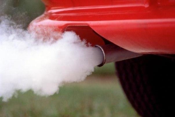 О чем может рассказать дым из выхлопной трубы