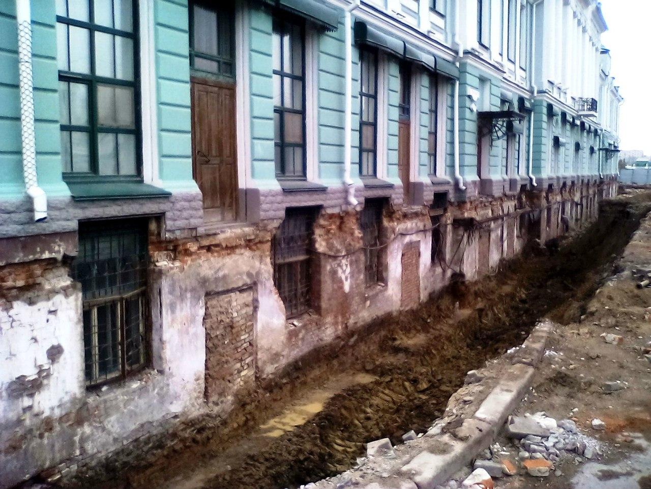 В Омске обнаружено новое здание, засыпанное грунтом