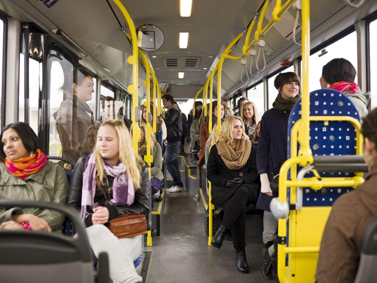 Мне 20 лет и я не собираюсь уступать место в автобусе.