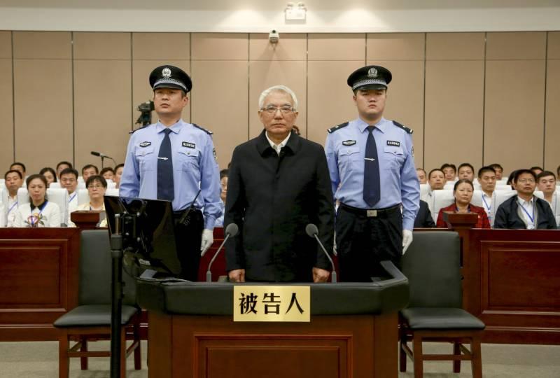В Китае за  5 лет  наказали 1,3 млн чиновников-коррупционеров