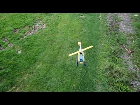 "Гигантский летающий ""LEGO-вертолётик"""