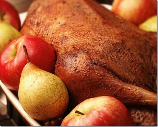 Как правильно запечь пасхальную утку с яблоками