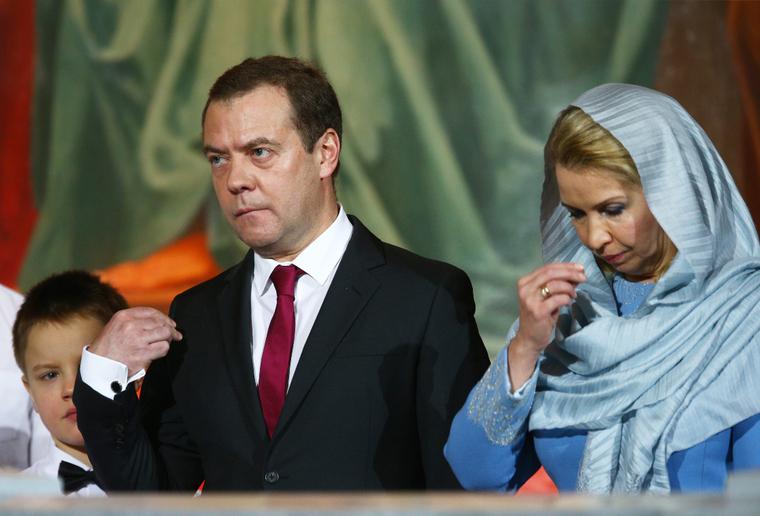 «Раньше носил». В Сети заметили, что у Медведева пропало обручальное кольцо