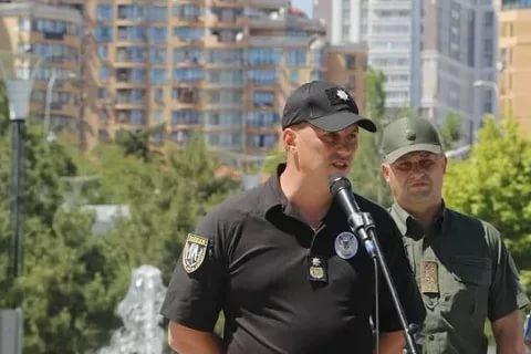 «Я дал команду решать эти вопросы»: Глава одесской полиции пообещал раздать активистам оружие