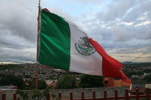 В Мексике потерпел крушение военный самолет