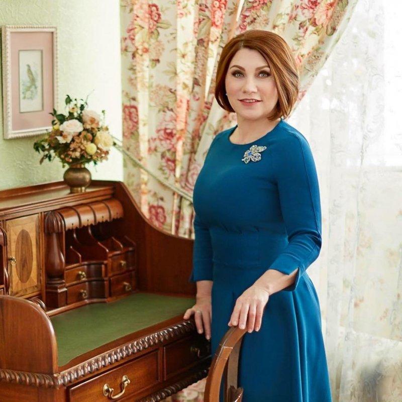 Золотой унитаз, цветастые обои: Роза Сябитова показала свой загородный особняк— «Родовое гнездо»