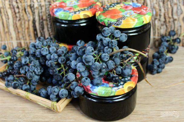 Густой джем из синего винограда