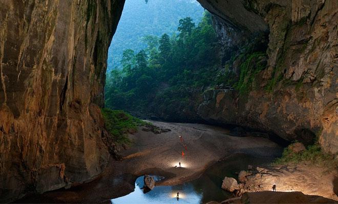 Кадры с беспилотника из самой большой пещеры Земли