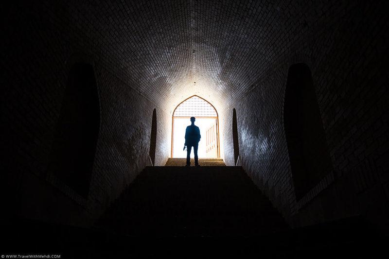 Лестница на входе в Цистерну иран, курорт, остров, персидский залив, рай на земле, туристическая столица