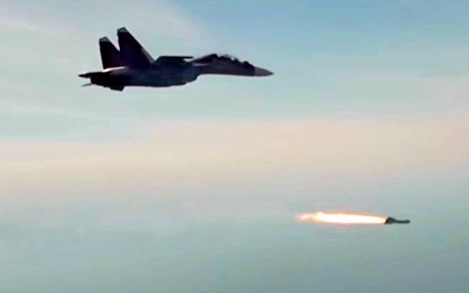 Су-30СМ в действии: истребитель испытал высокоточные ракеты X-29T