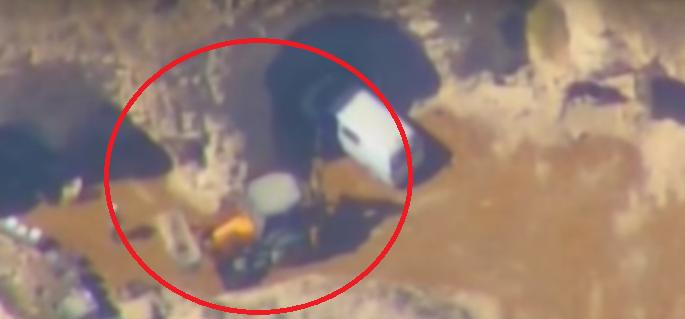 Минобороны РФ опубликовало кадры вывоза боевиками ИГ бочек с хлором в Сирии
